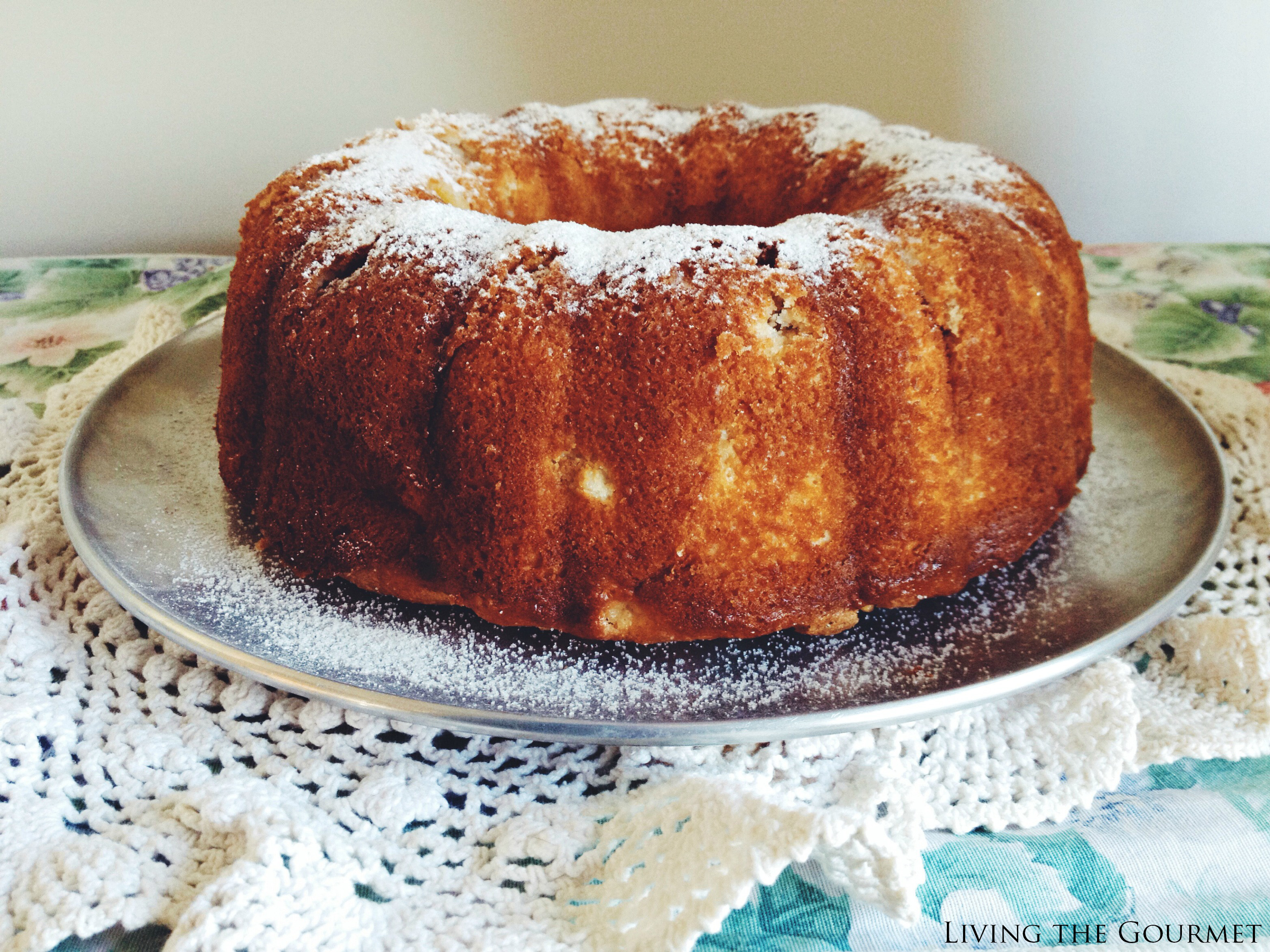 Living the Gourmet: Moist & Tasty Apple Sugar Bundt