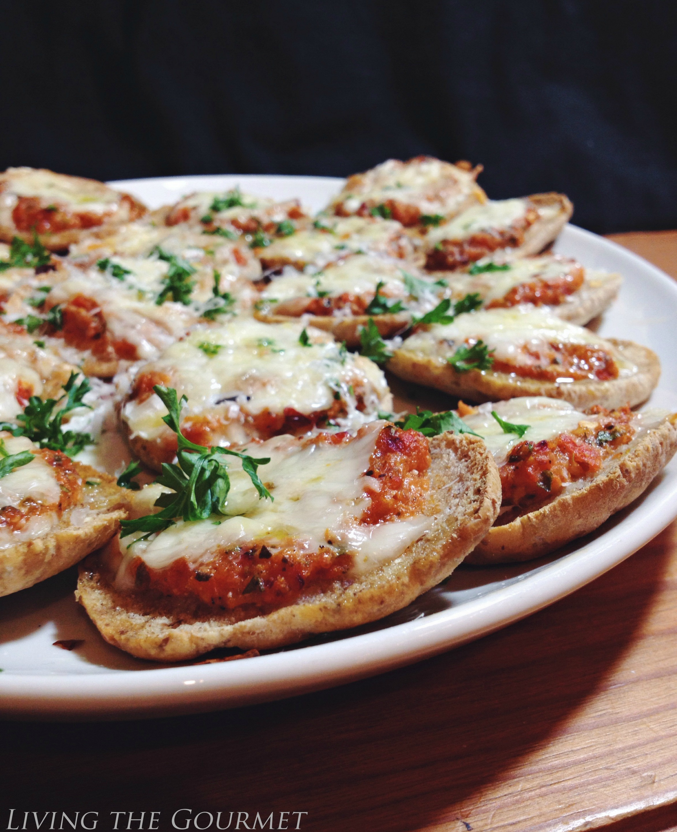 Living the Gourmet: Fresh Tomato Pizza Sliders