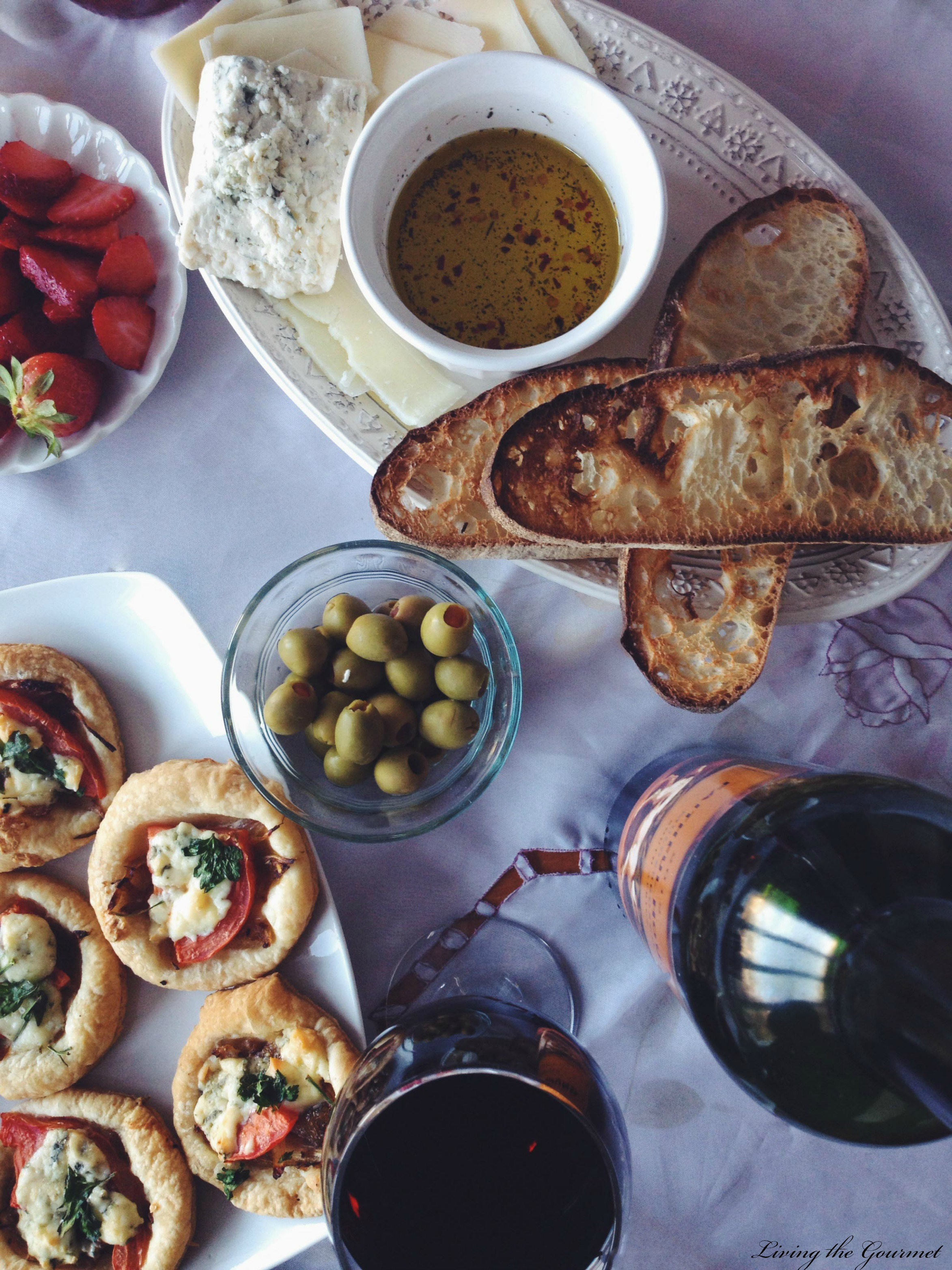 Living the Gourmet: Wine Pairings & Hors d'Oeuvres