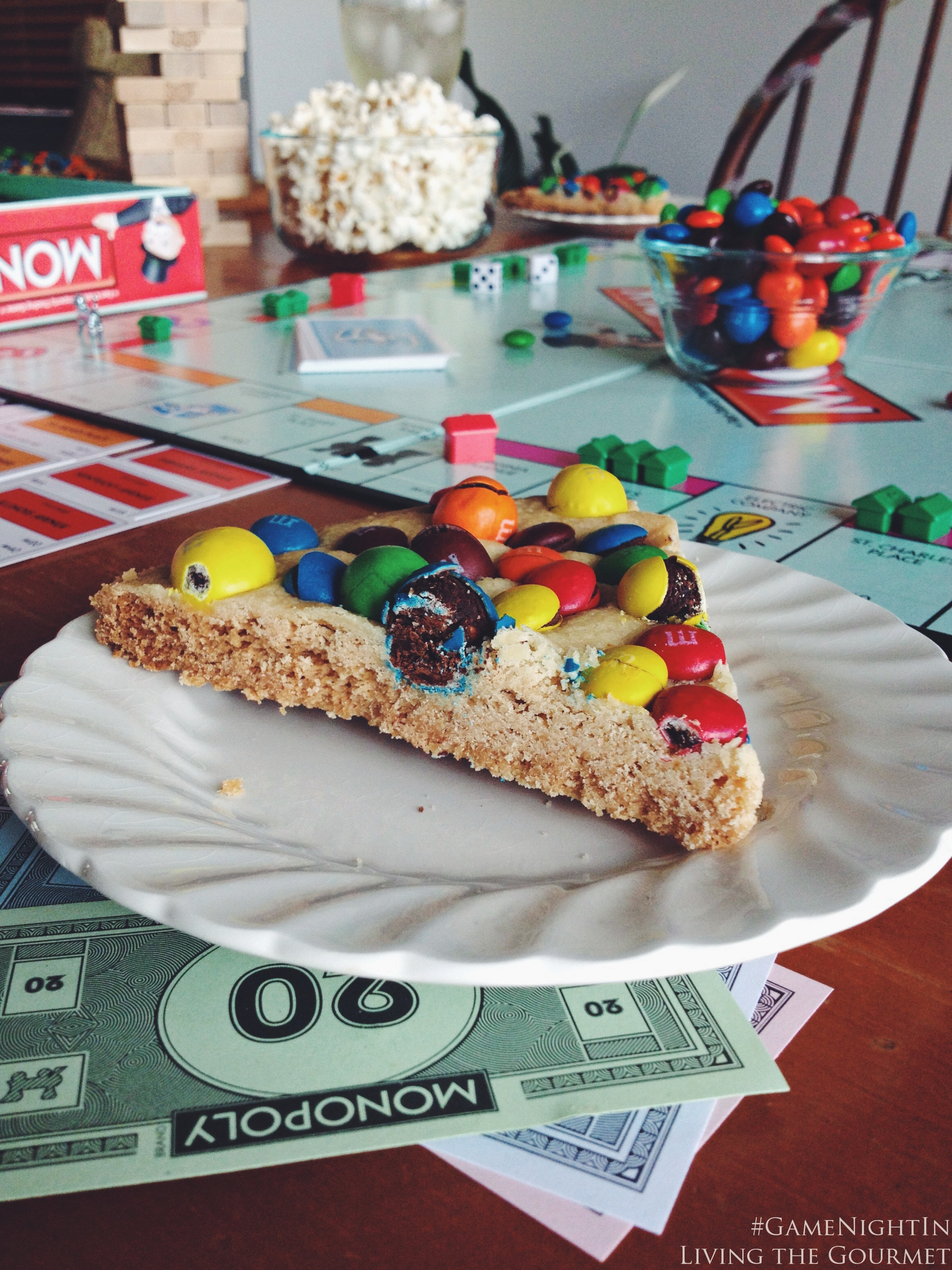 Living the Gourmet: M&M's Cookie Pizza