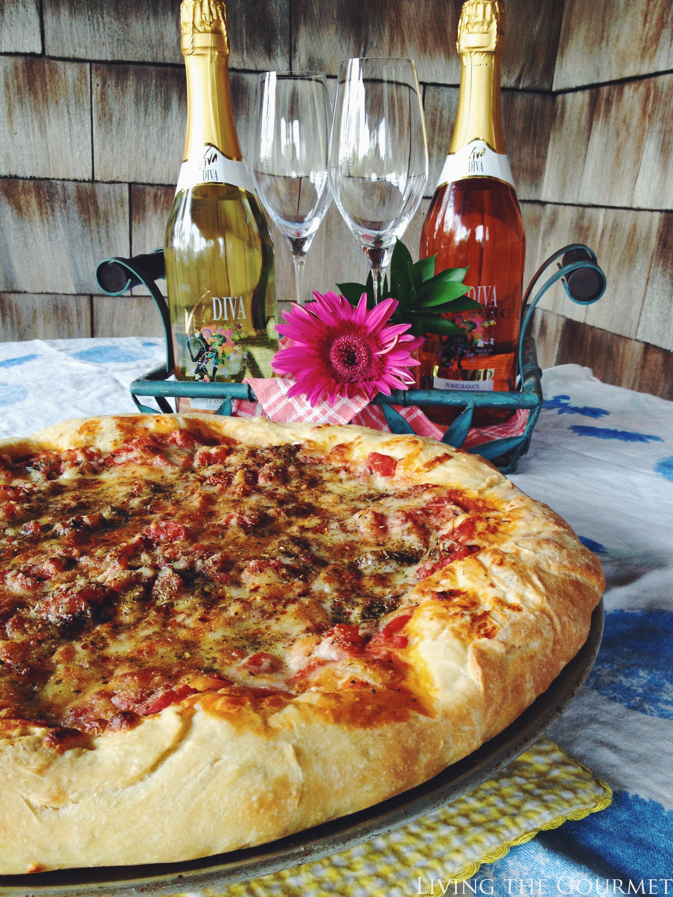 Living the Gourmet: Pizza & Viva Diva Sparkling Wine