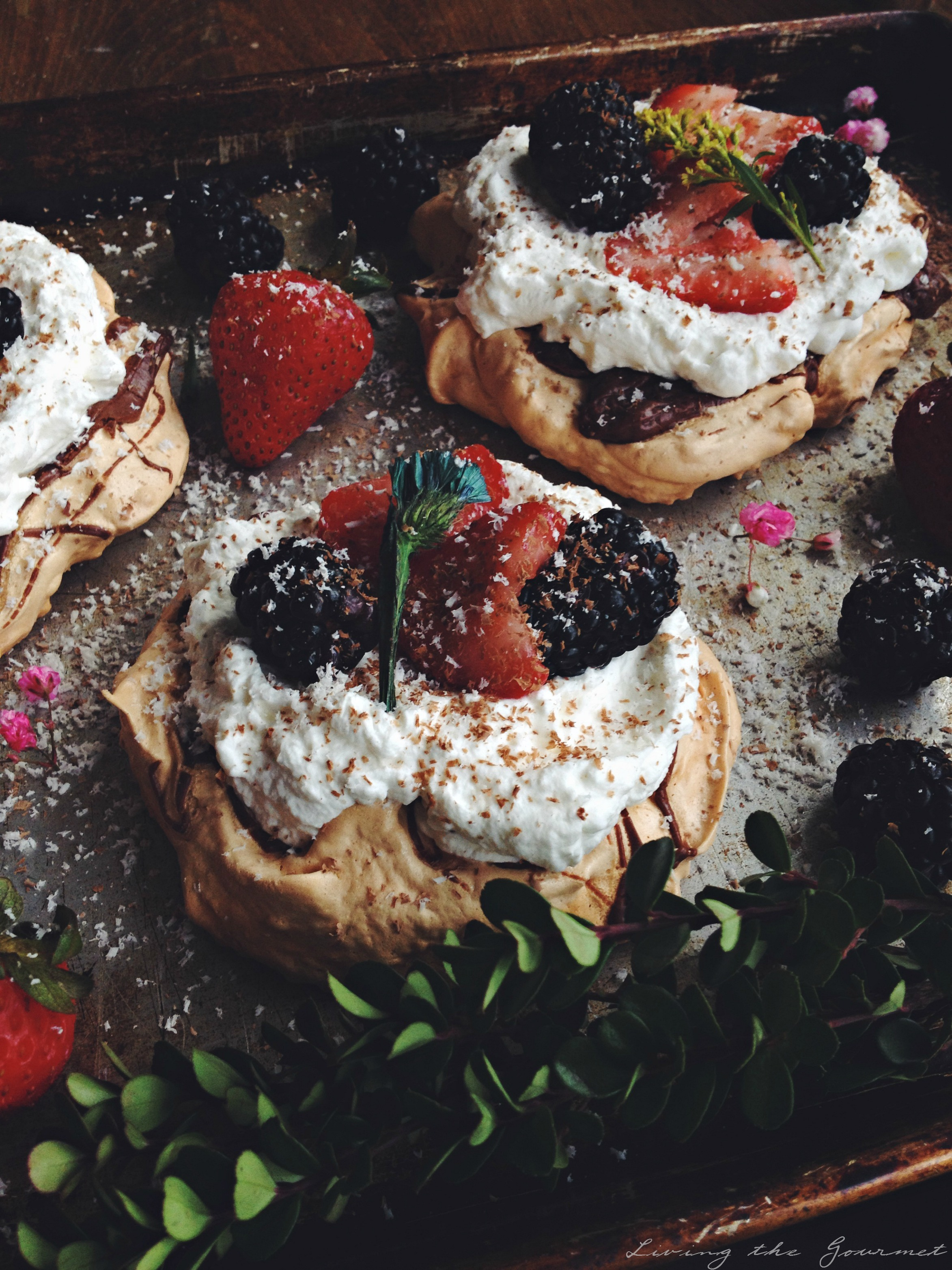 Living the Gourmet: Nutella Pavlova