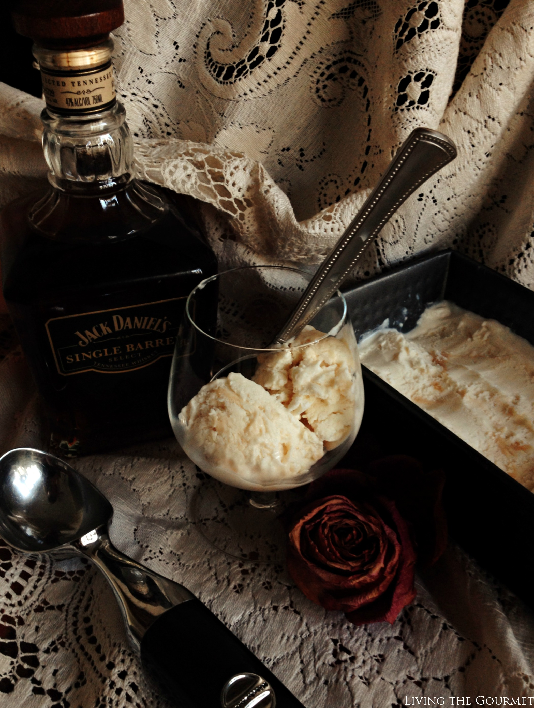 Living the Gourmet: Caramel Whiskey Ice Cream {No-Churn}