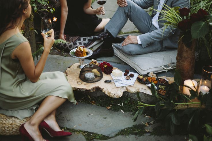 Living the Gourmet: The Ultimate Guide to Entertaining on a Budget