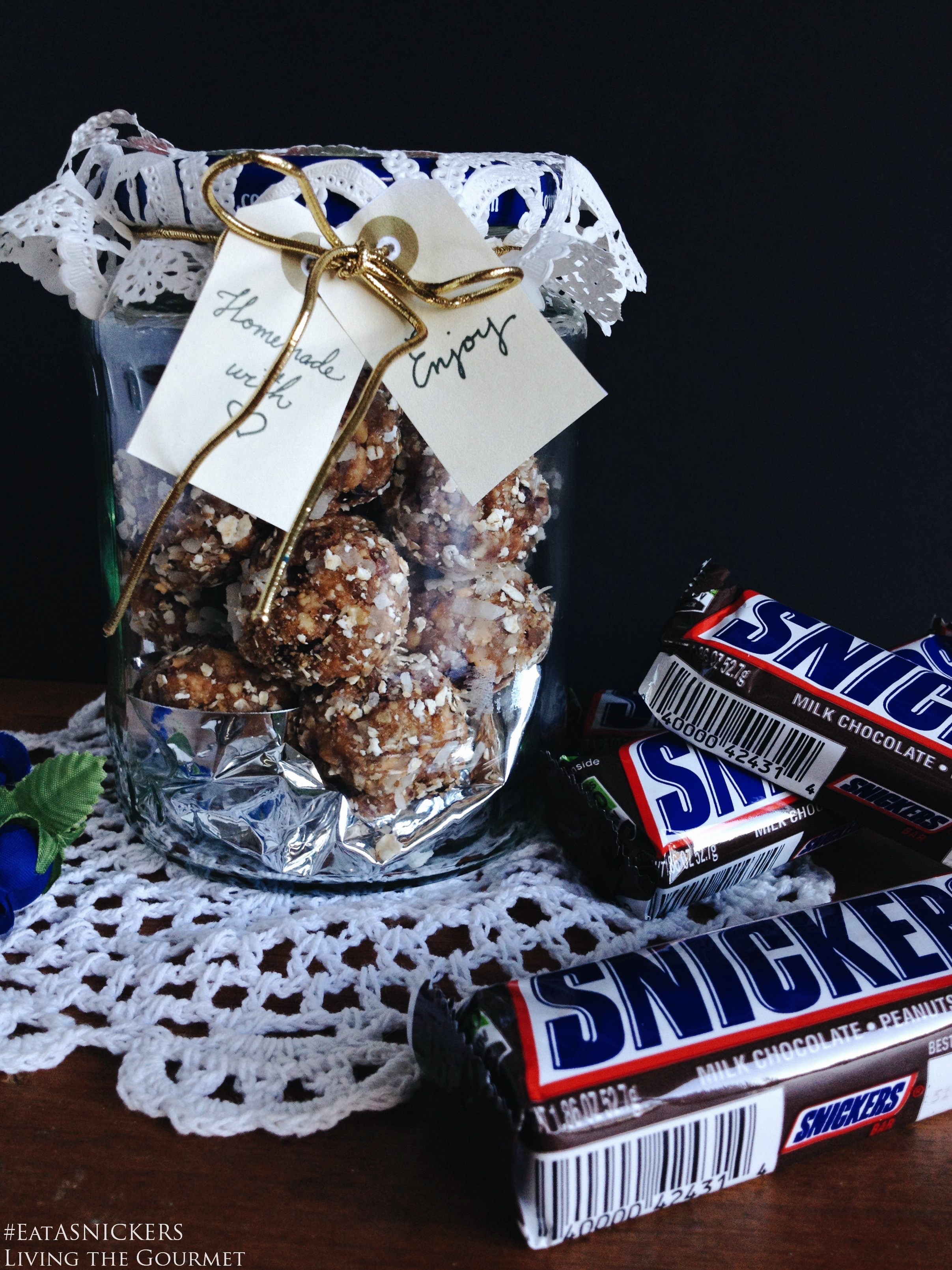 Living the Gourmet: Candy Bar Energy Bites (The Hunger Gifts) #EatSNICKERS AD