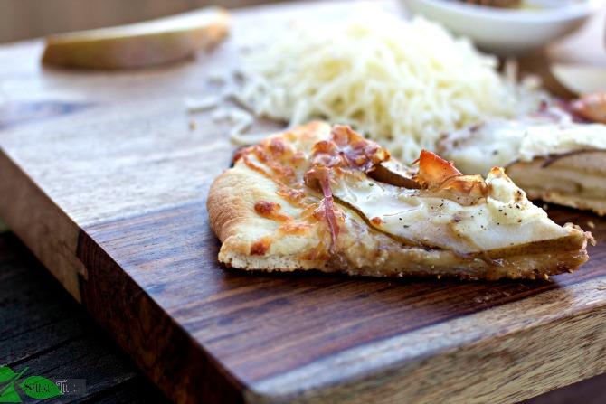 Pear-Prosciutto-Pizza
