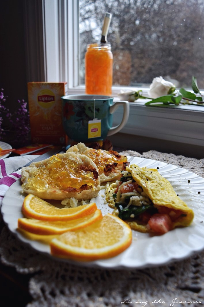 Living the Gourmet: Spinach, Tomato and Mozzarella Omelette | #LiptonTeaTime #Sponsored