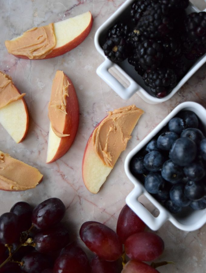 Living the Gourmet: 8 Healthy Snack Ideas to Sneak Into Your Workplace