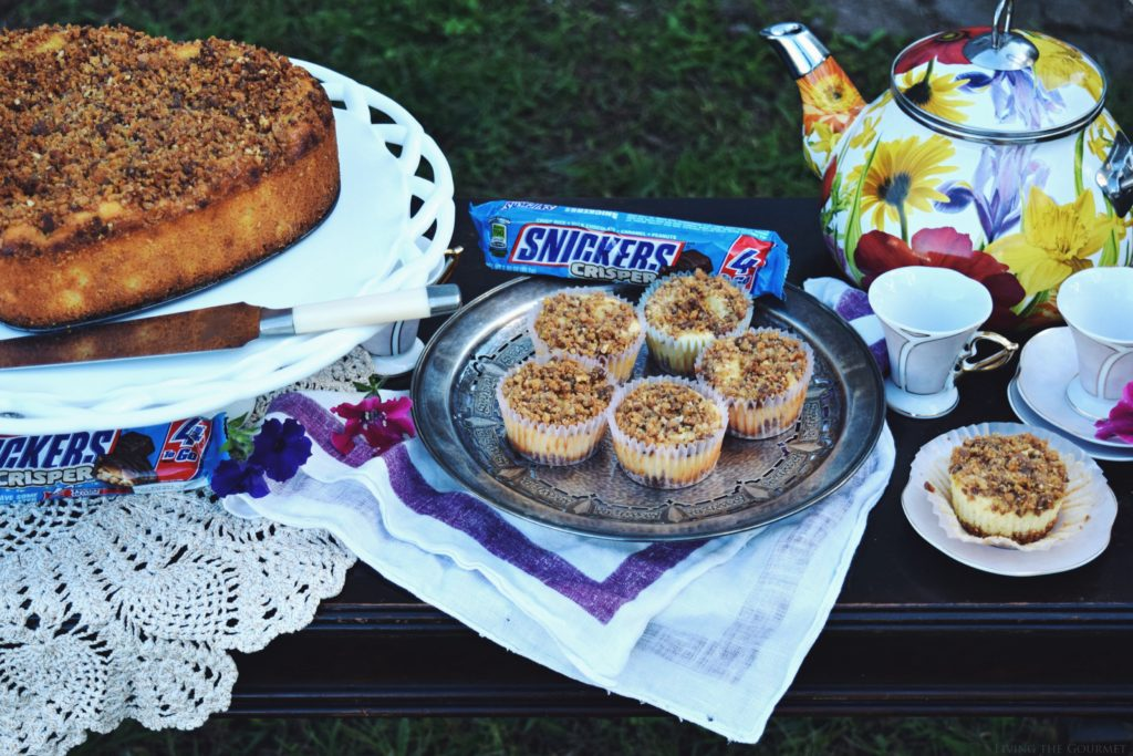 Living the Gourmet: Mini Snickers Crispers Cheesecakes | #SweetSquad #ad