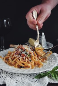 Easy Fresh Tomato Sauce with Tuna and Fettuccine