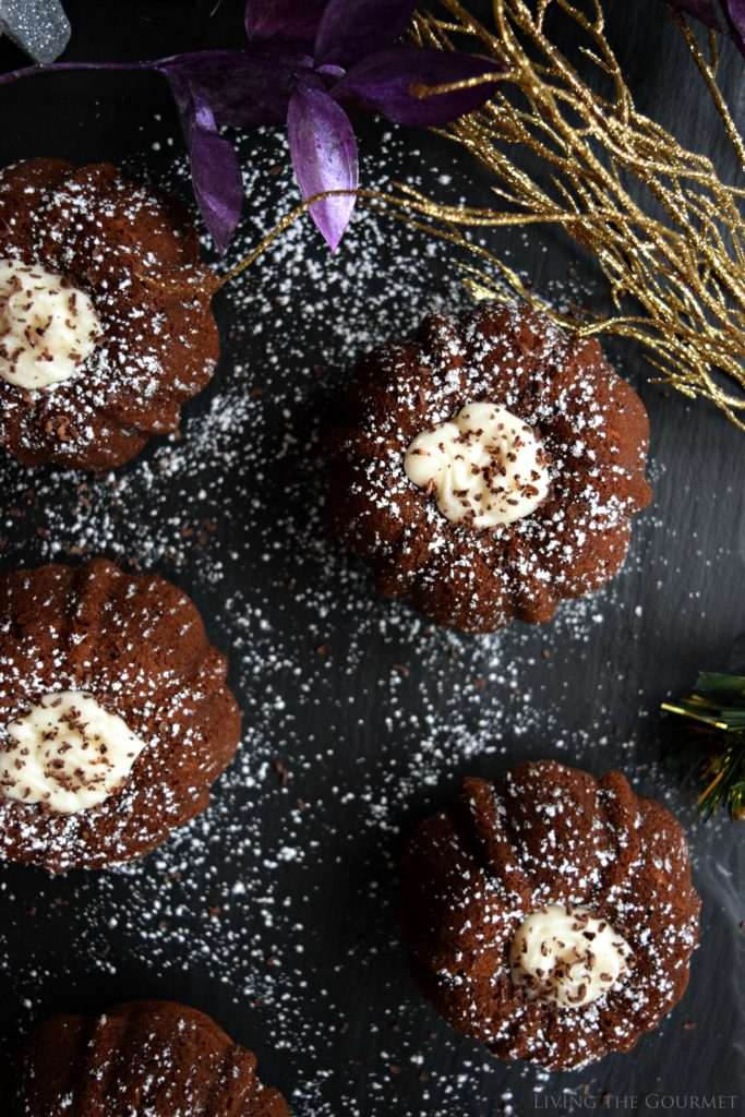 Living the Gourmet: Holiday Gingerbread Bundt | #BundtBakers