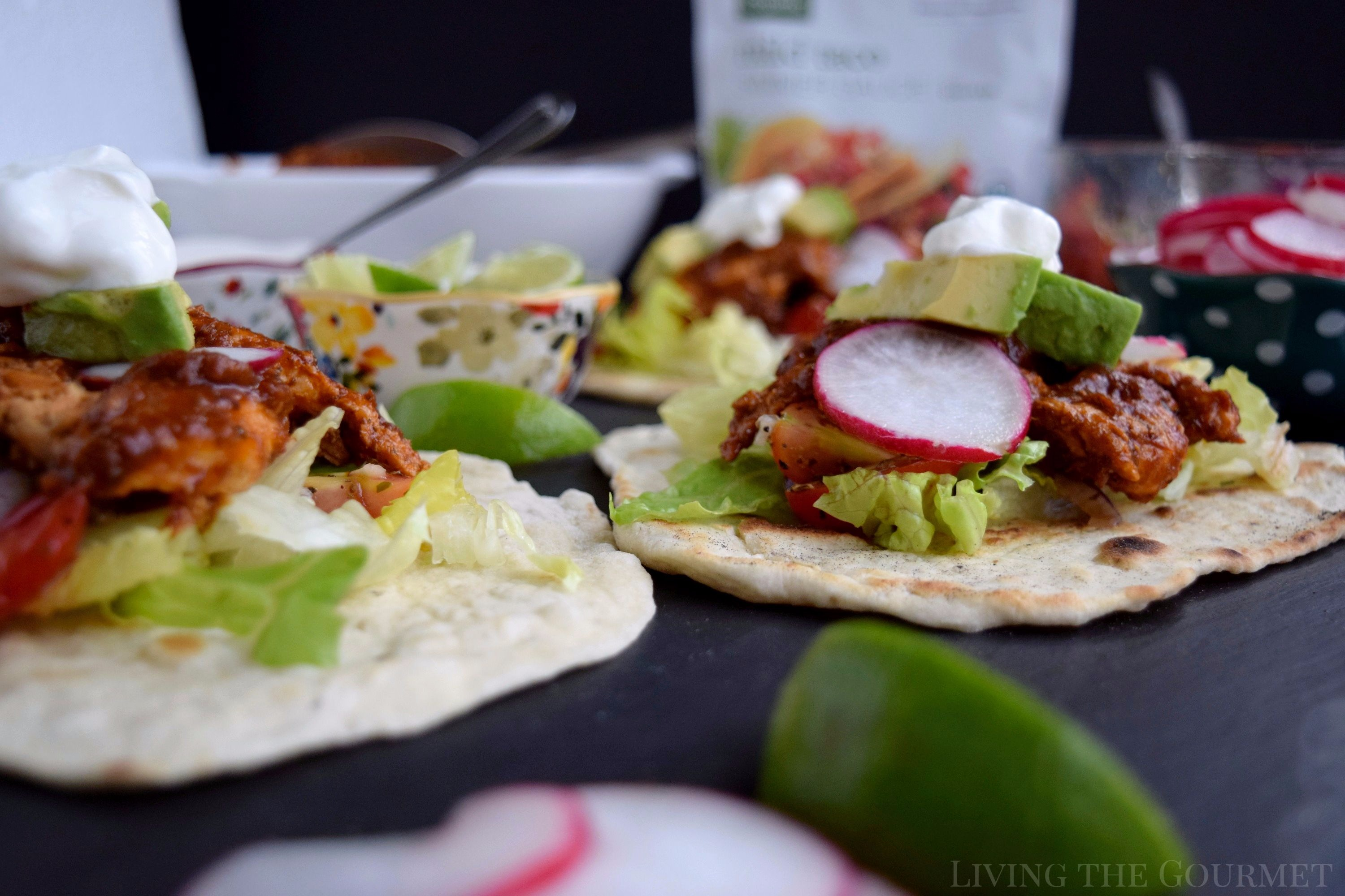 Living the Gourmet: Give your typical tacos a refresh with warm flatbreads, a fresh tomato salad and Smiply Organic Mild Taco Simmer Sauce - a chef-worthy, richly seasoned sauce made with organic ingredients! #ad