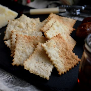 Spiced Wine and Cheese Crackers